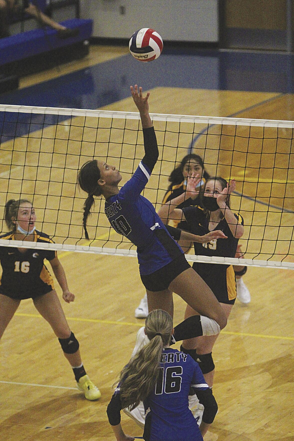 Eagles take down Blue Jays in volleyball win.jpg