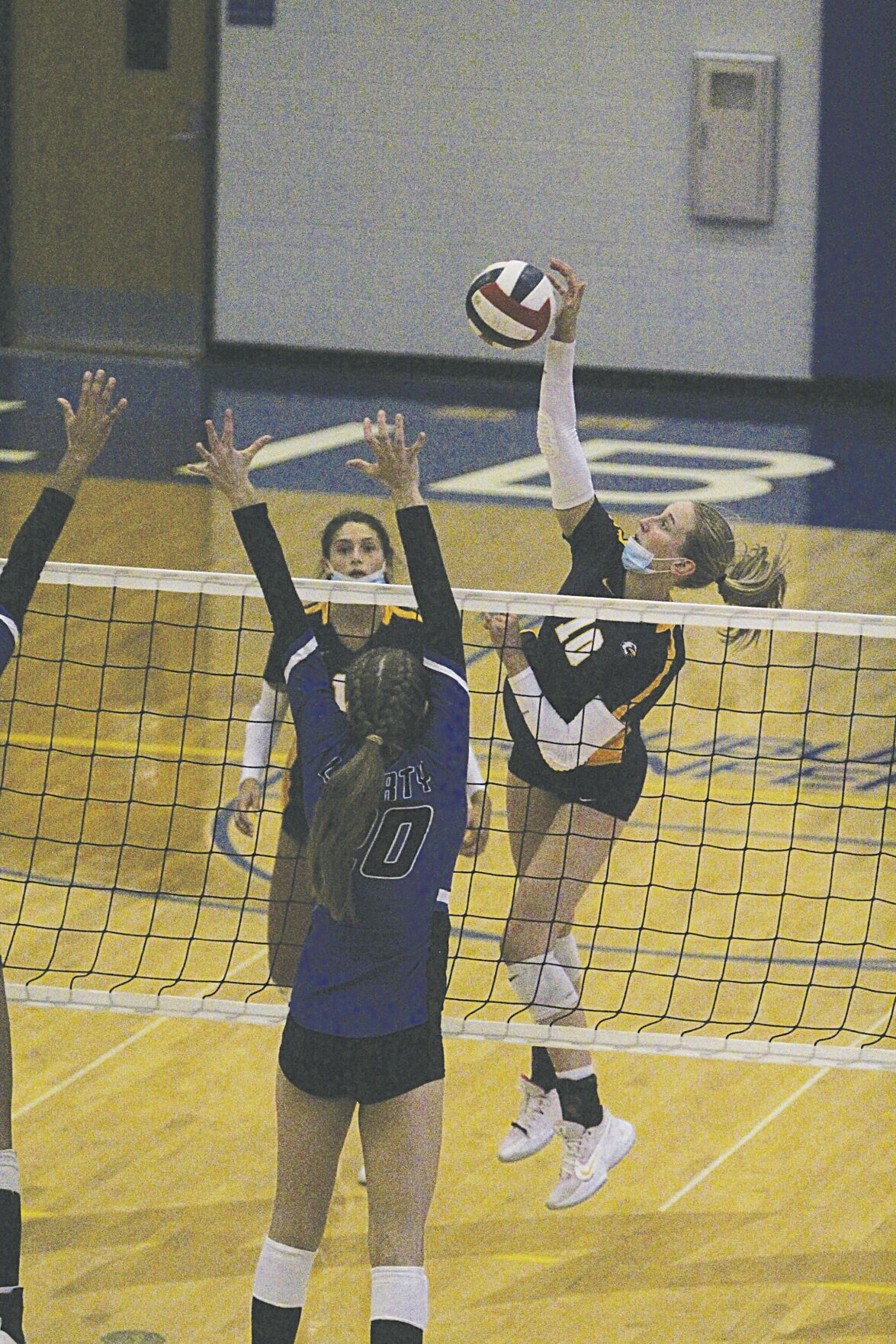 Eagles beat Blue Jays for volleyball.jpg