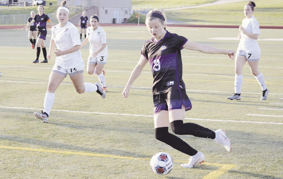 Kearney cruises past Excelsior Springs in semifinal