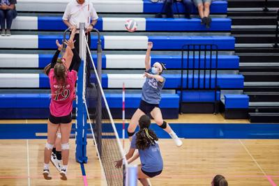 Eagles volleyball holds off Blue Jays in 5-set thriller