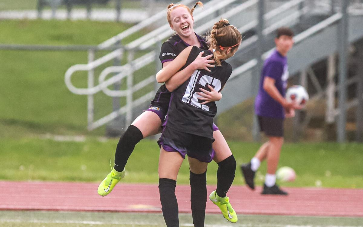 Kearney and Smithville girls soccer in district semifinals.jpg
