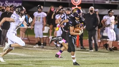 Kearney earns first win behind Smith's 5 TDs