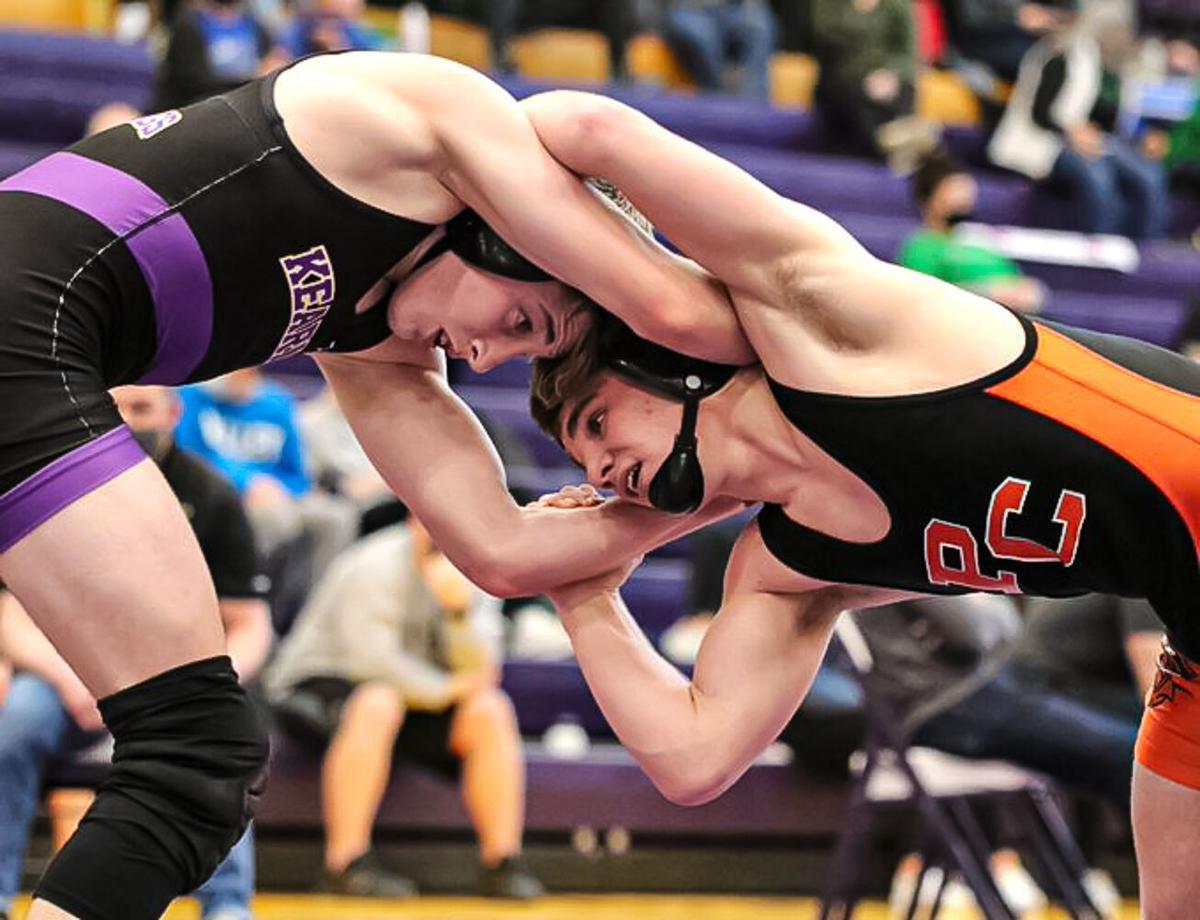 6 Smithville, 5 Kearney boys wrestlers advance to state