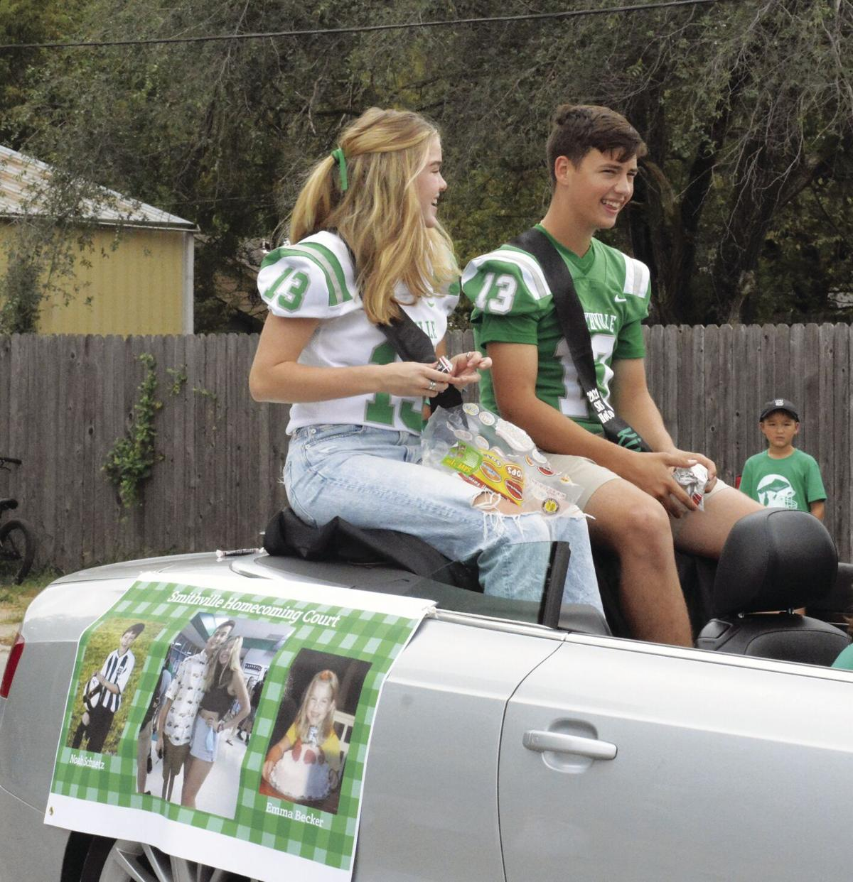 Smithville draws stellar crowd for Homecoming parade, pep rally