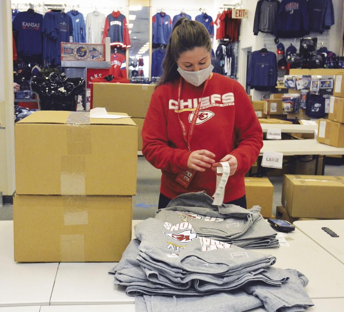 Merch flying off Northland store shelves as Chiefs are Tampa bound