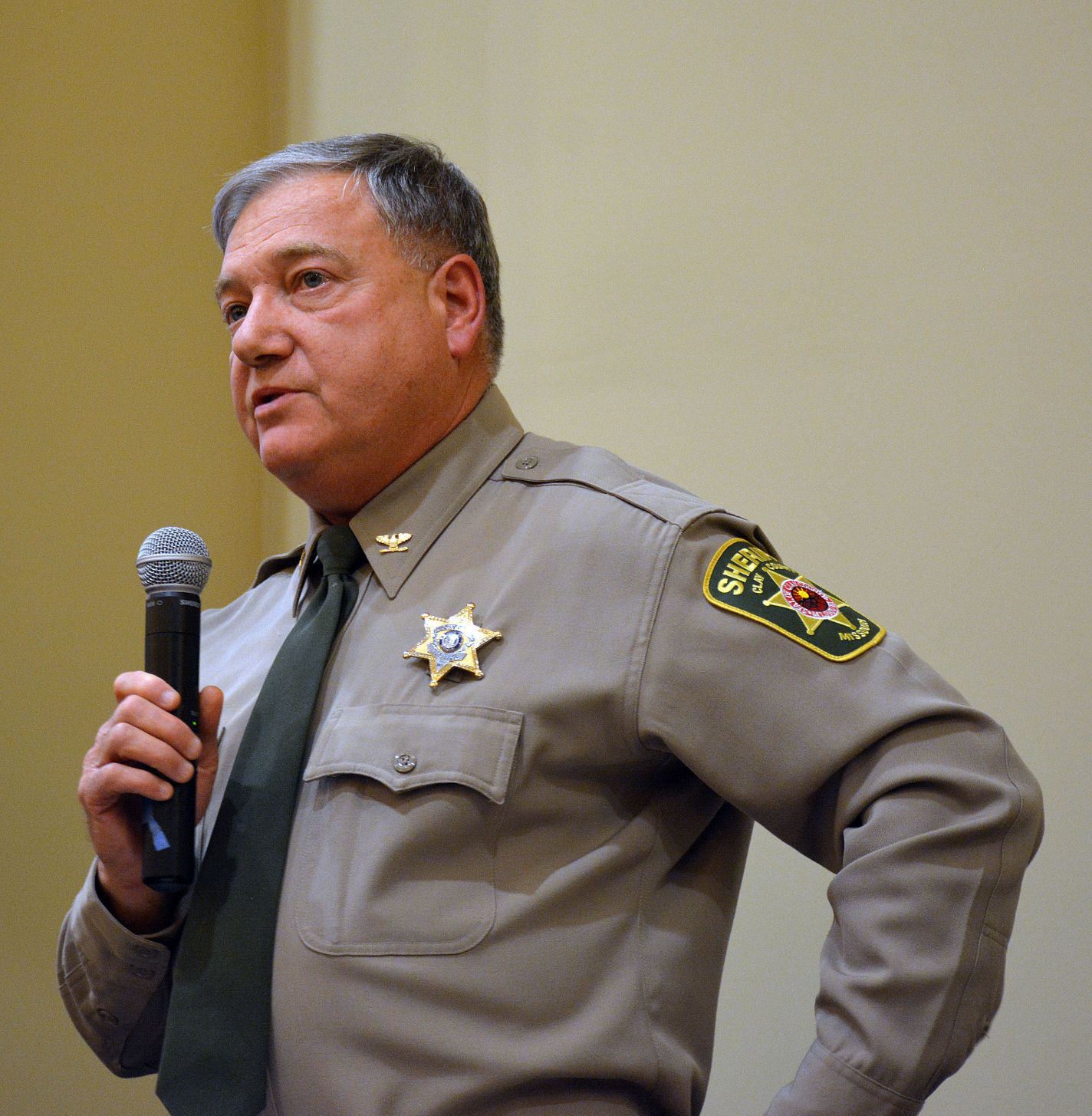 Sheriff sues Clay County Commission