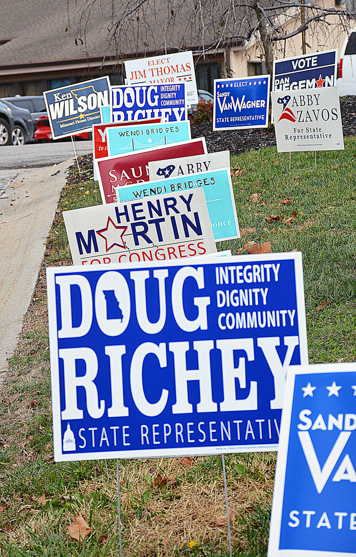 Missourians approve medical marijuana, vote down fuel tax