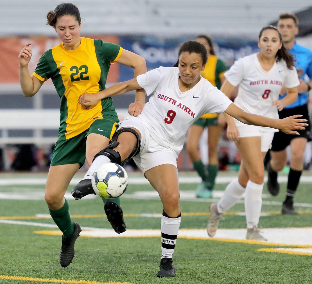 0503MB girls soccer_JM02.JPG