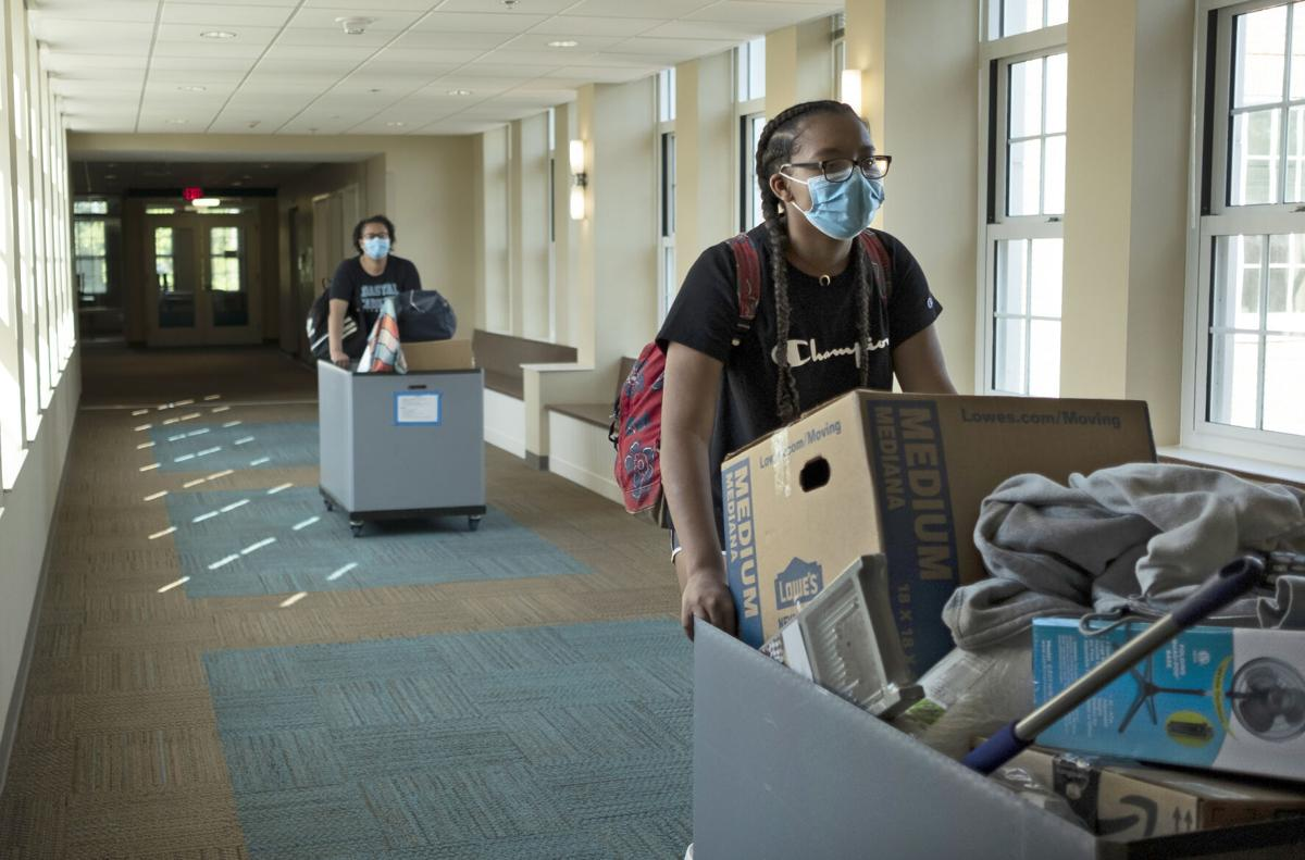 Amid pandemic, Coastal welcomes new students to campus