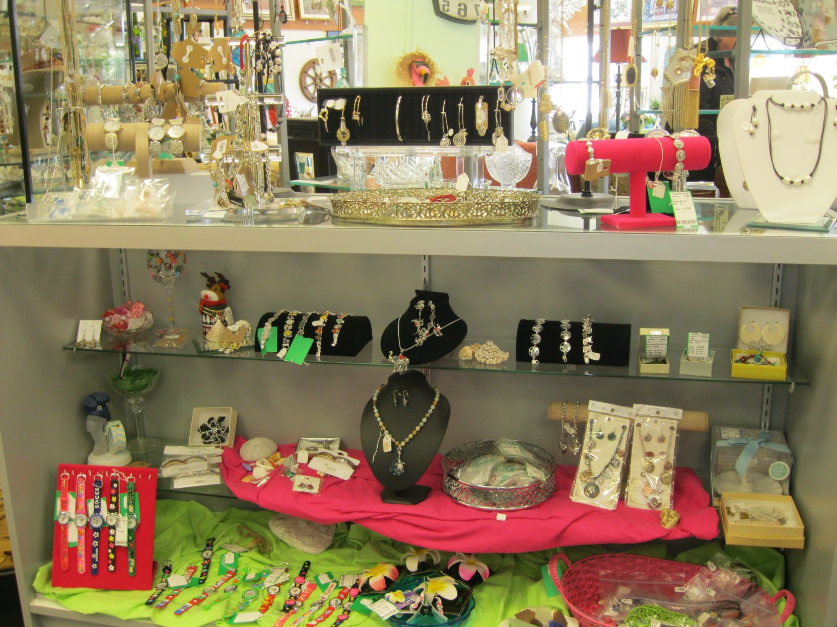 Merveilleux Find Furniture, Jewelry, Lots Of Fun At Flamingo Porch