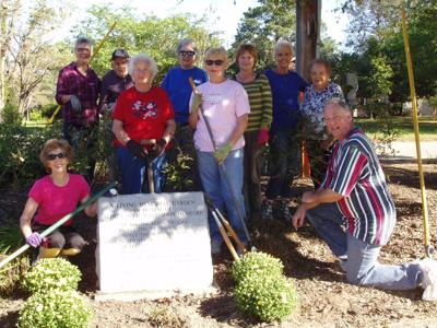 Loris Garden Club