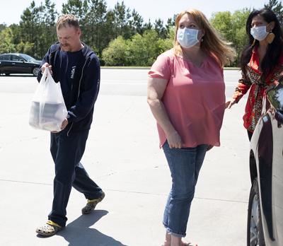 Community effort to feed first responders