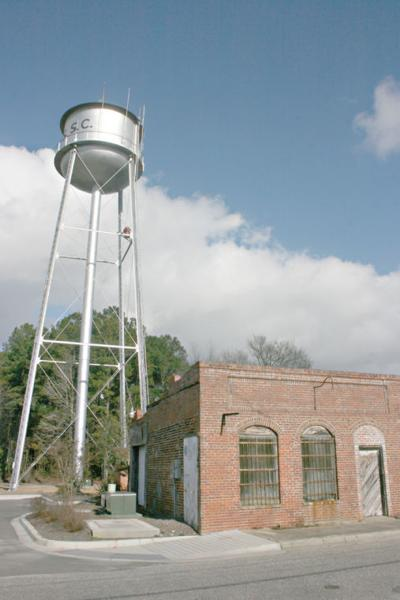 Loris water tower