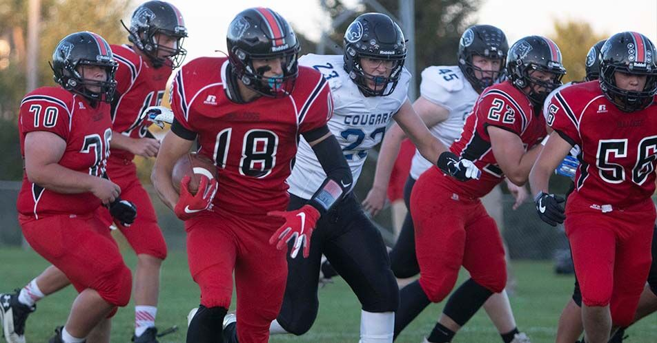Bulldogs Dominate Cougars In Homecoming Game