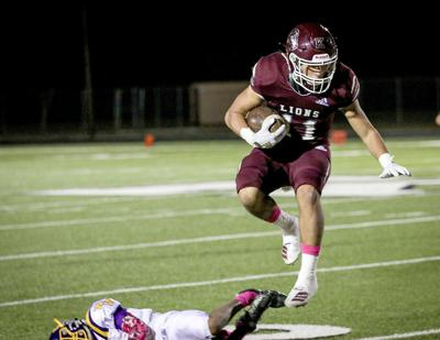 Lions's offense stopped by Weimar in District 15-2A game