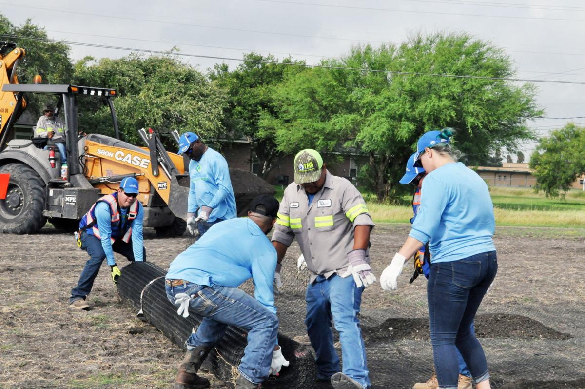 GCGV volunteers pitch in to improve Taft parking lot