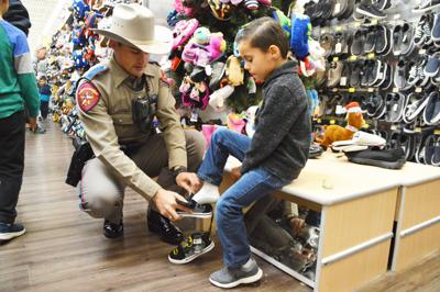 G-P elementary students feel the love during Shop with a Cop event
