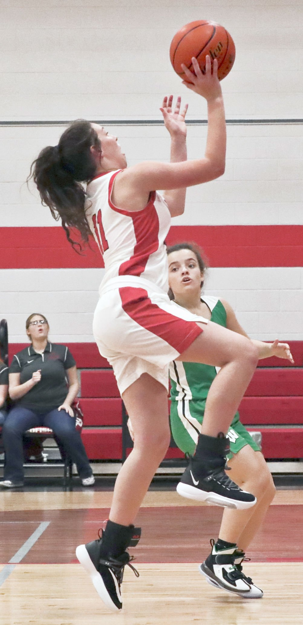 Lady Redfish fall to Eagles