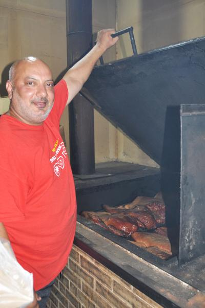 Van's BBQ tradition continues: Restaurant remains an Oakville staple