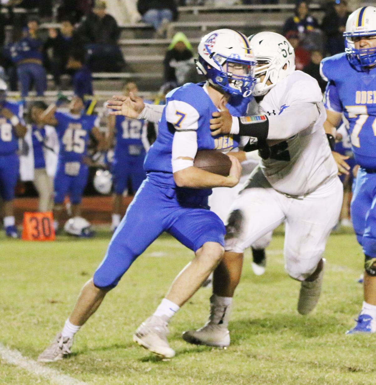 Owls rally past Greyhounds, 28-16 win leads to district championship battle