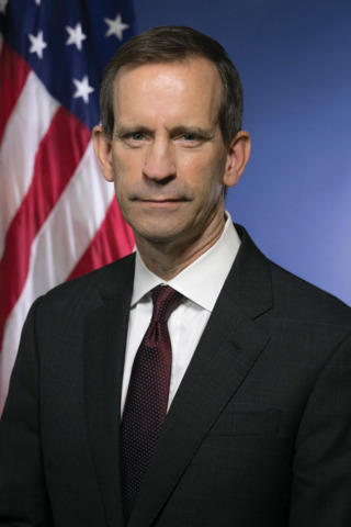 Top federal prosecutor stepping down
