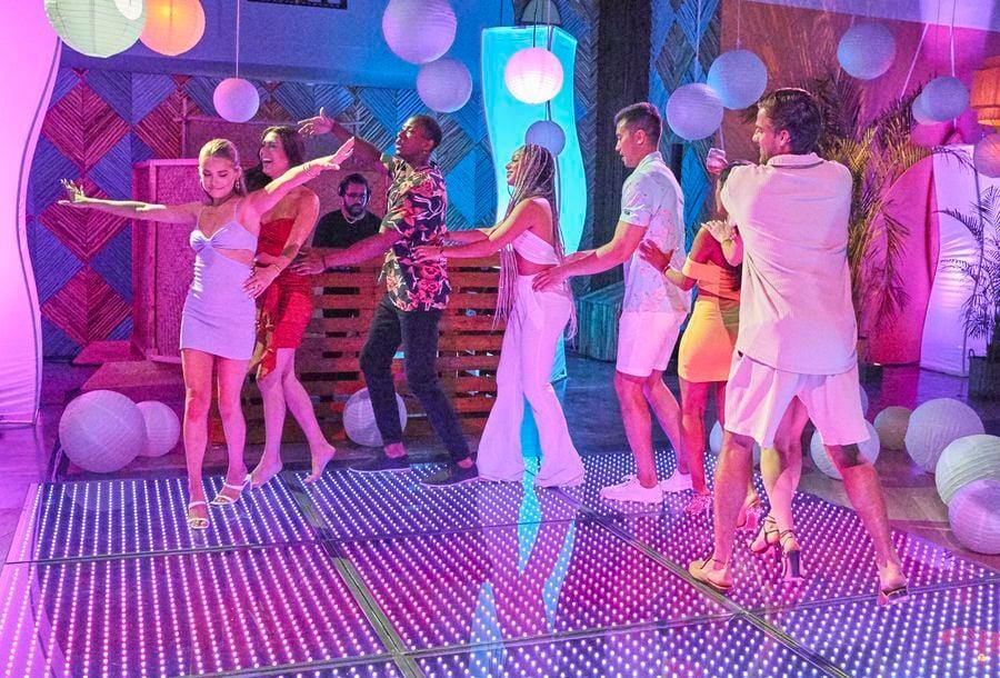 ep5 dance line.jpg
