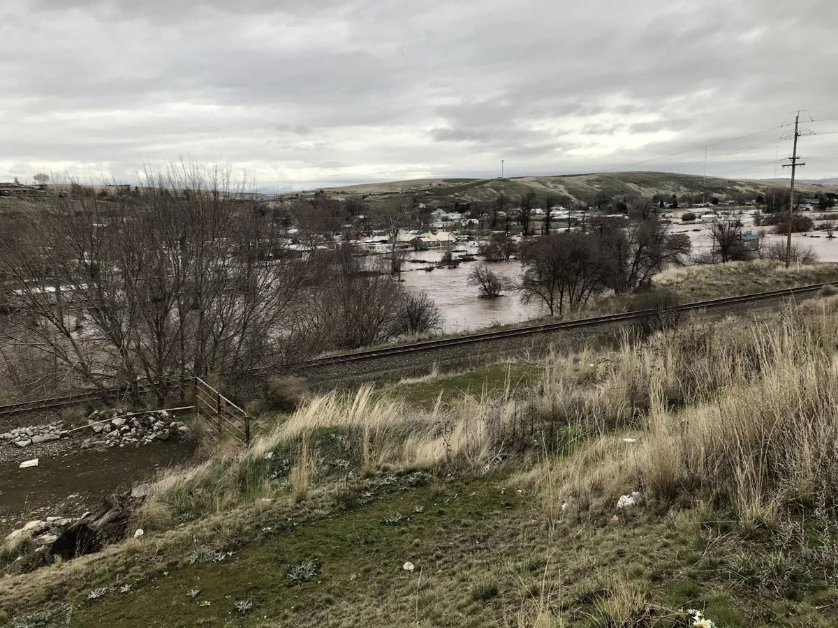 Pendleton residents not affected by the flood start to go home