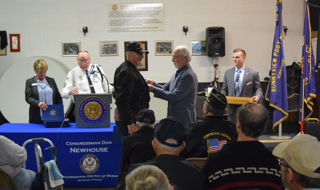 Newhouse honors Vietnam veterans in Sunnyside 1