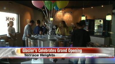 Glaciers Frozen Yogurt celebrates grand opening