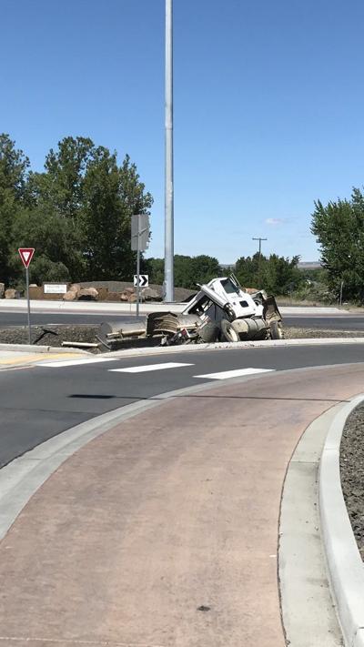 Truck crash causes fertlizer and gas leak near Benton City