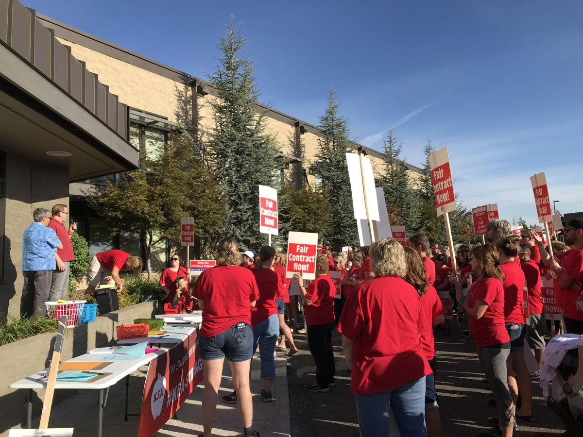 Kennewick teacher strike looms as negotiations continue into the weekend