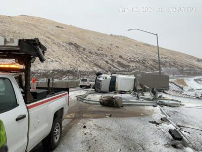 I-84 closed in eastern Oregon due to truck crashes