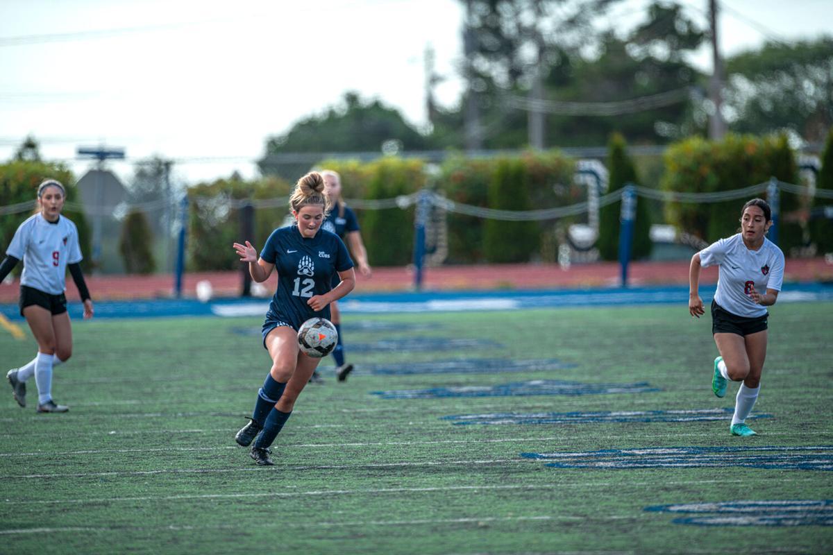 s-Girls soccer01_c.jpg
