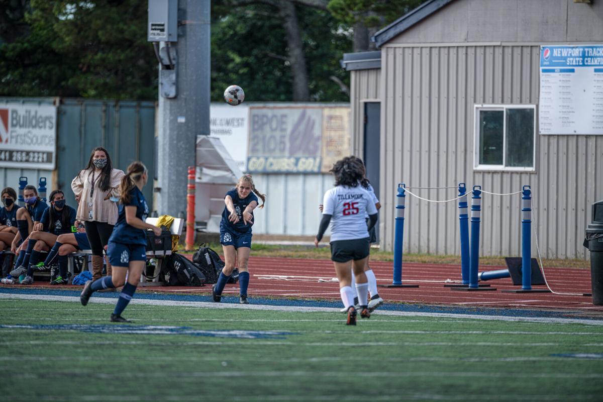 s-Girls soccer02_c.jpg
