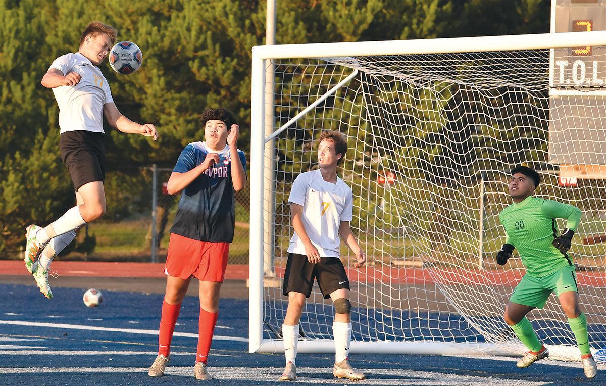 s-Soccer-roundup1_Oct.-8_c.jpg
