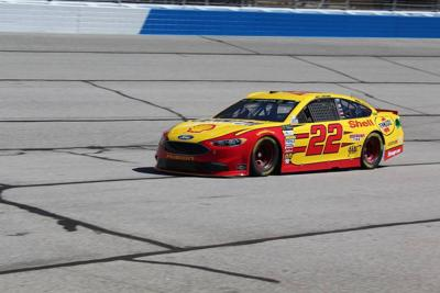 Harvick wins pole for Folds of Honor 500; Logano, Elliott to start in top 12