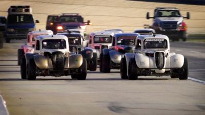 Racing at Thursday Thunder.png
