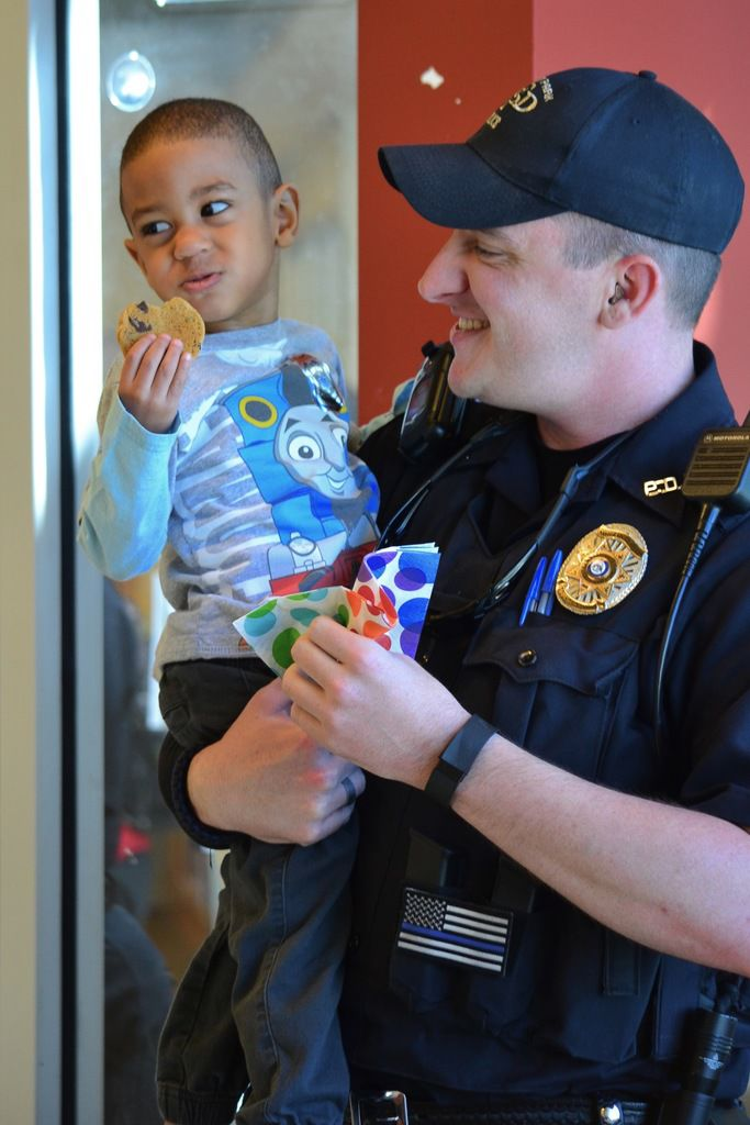 Forest Park children enjoy 'Cookies with a Cop'