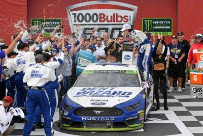 NASCAR: 1000Bulbs.com 500