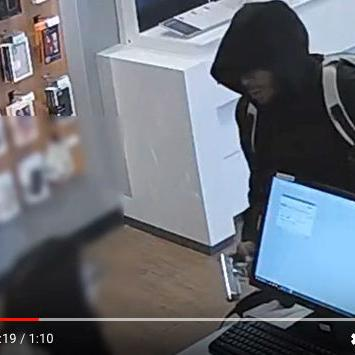 Sprint phone store robbery caught on video in Forest Park