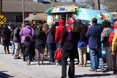 Jonesboro food trucks draw early, long lines