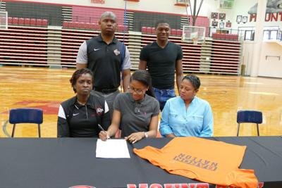 Brewton Parker College >> Mount Zion High Guard Mayya Hopkins Signs With Brewton