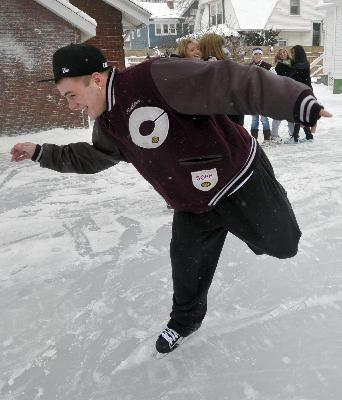 Champaign man once again turns backyard into skating rink