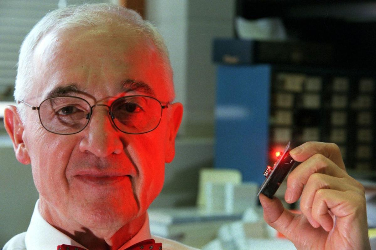 Holonyak, who 'replaced Edison's lamp,' retires from UI