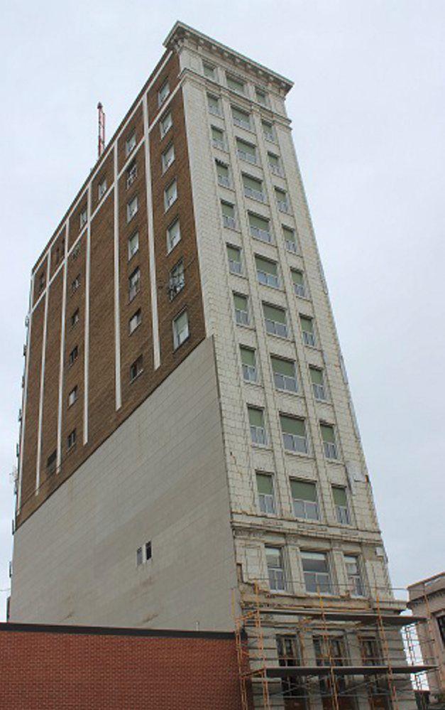 Collins Tower folo1