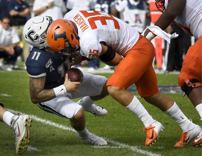 Illinois_UConn_Football_71092.