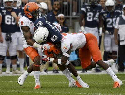 Illinois_UConn_Football_94502.