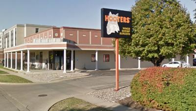 Hooters Champaign closing