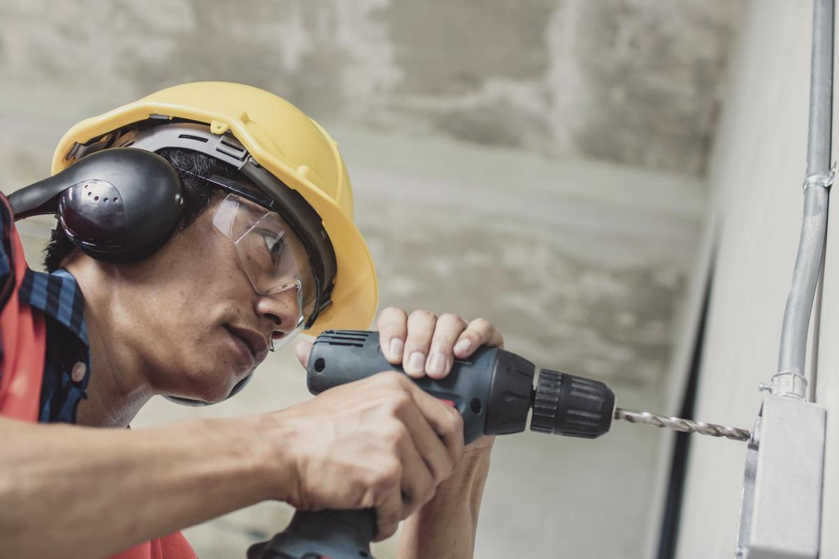 8 Tips for Safely Operating Battery-Powered Tools