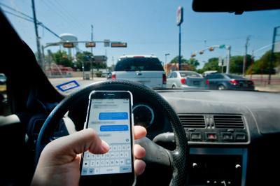 Texting While Driving >> Texas Governor Signs Texting While Driving Ban Into Law Texas
